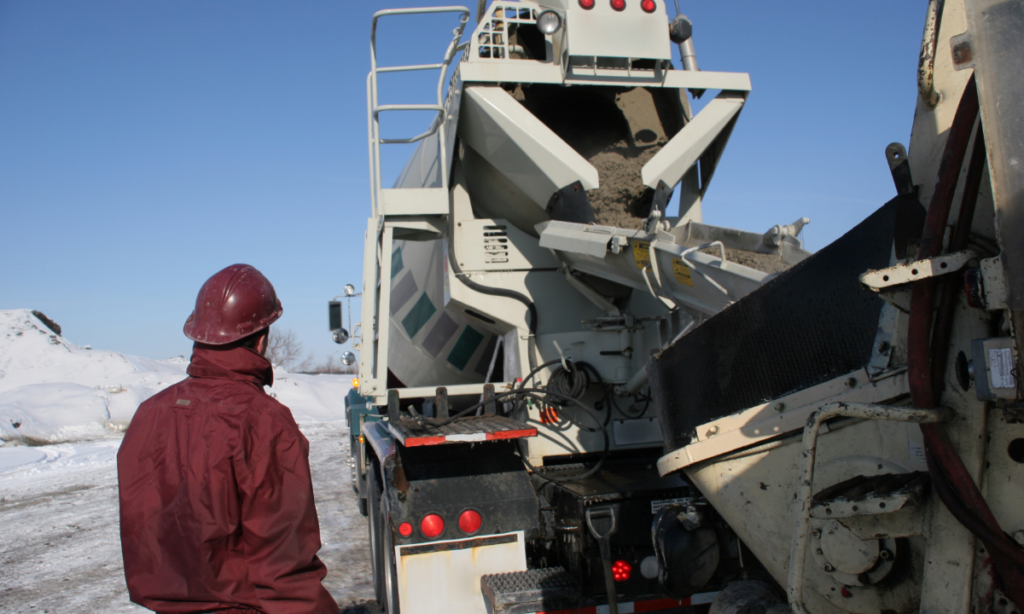 Discharge of a concrete truck on site during winter